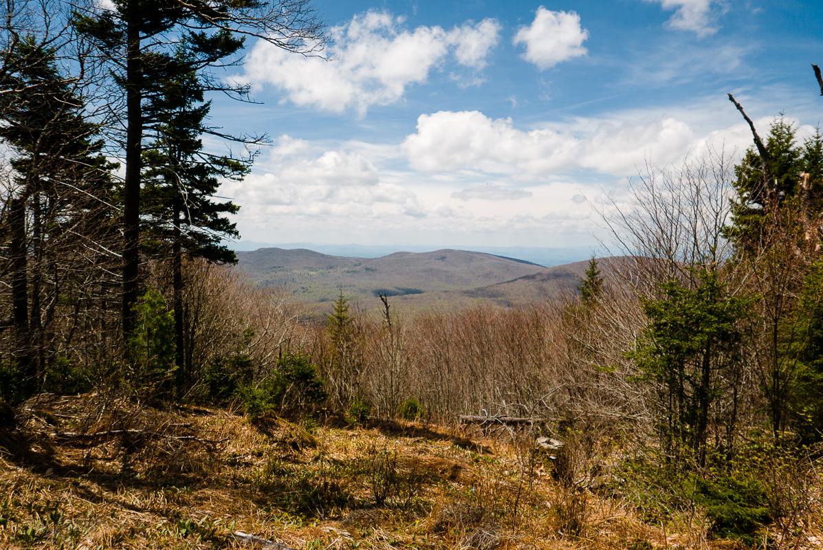 La vue de l'autre côté de la montagne