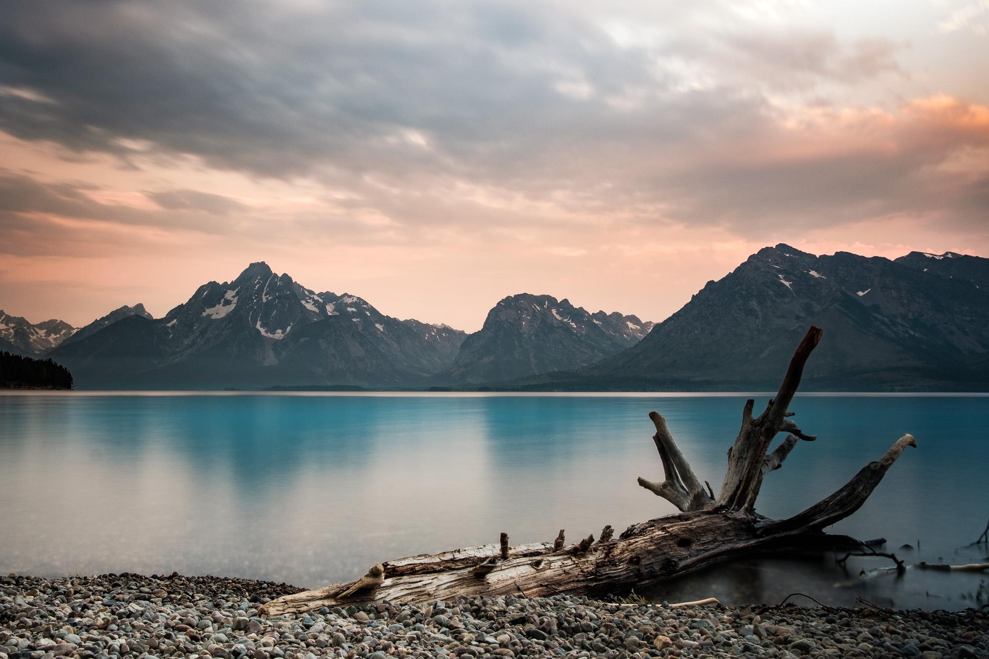 Juste avant le lever du soleil, sur le bord du lac Jackson, Grand Teton National Park