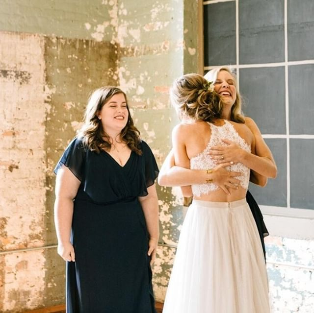 A first look look with your bridesmaids is always a good idea. Even if they've seen you in your dress before, having it all put together will make anyone cry happy tears. 😉 . . . . #athensweddingphotographer #athensga #athensgaweddings