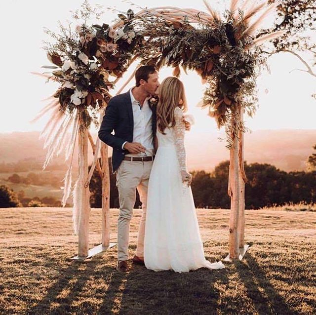 Last week my bestie got married, she had a lengthy 6 weeks to plan the wedding and this was the result!! What!? I am still smiling, the most dreamy day of love EVER! Venue: @theorchardestate Photography: @joeybailey Dress: @elisehameau #byronbaywedding #hinterlandwedding #weddingofthecentury