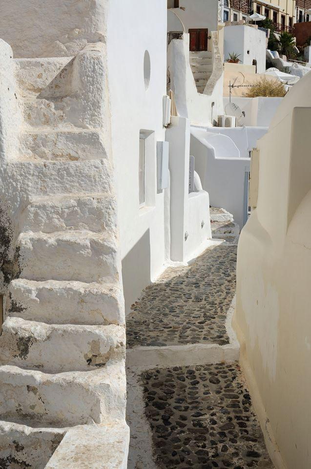 Santorini narrow streets.jpg