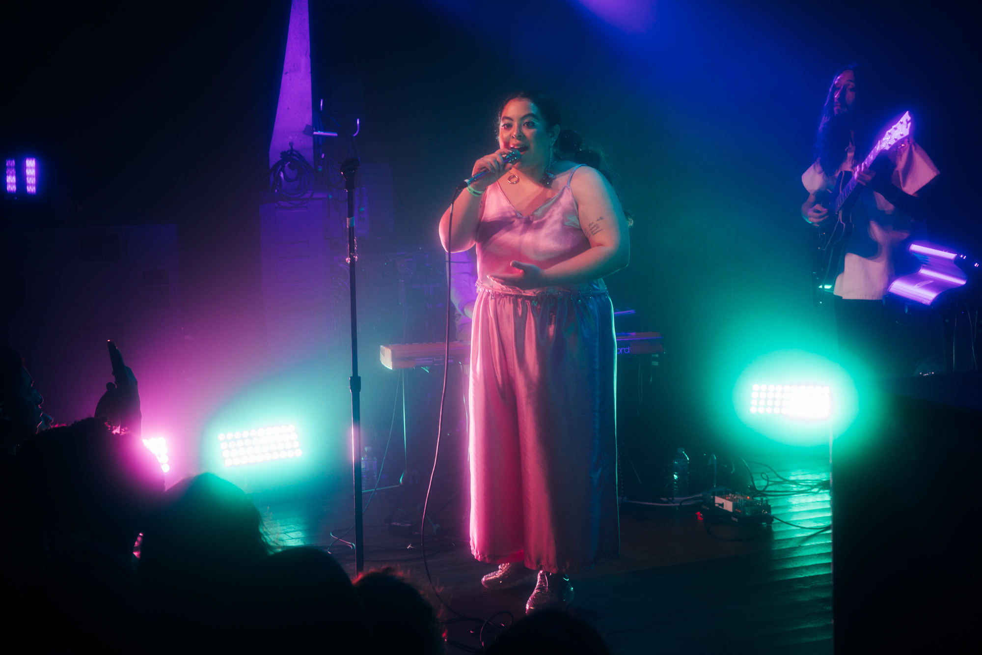 Kaina performing at Lincoln Hall, Chicago 2019 (Photo by Michael Salisbury)