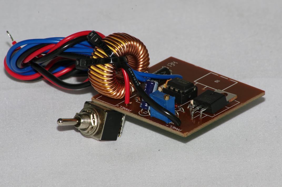 Solar panel power controller - standard voltage
