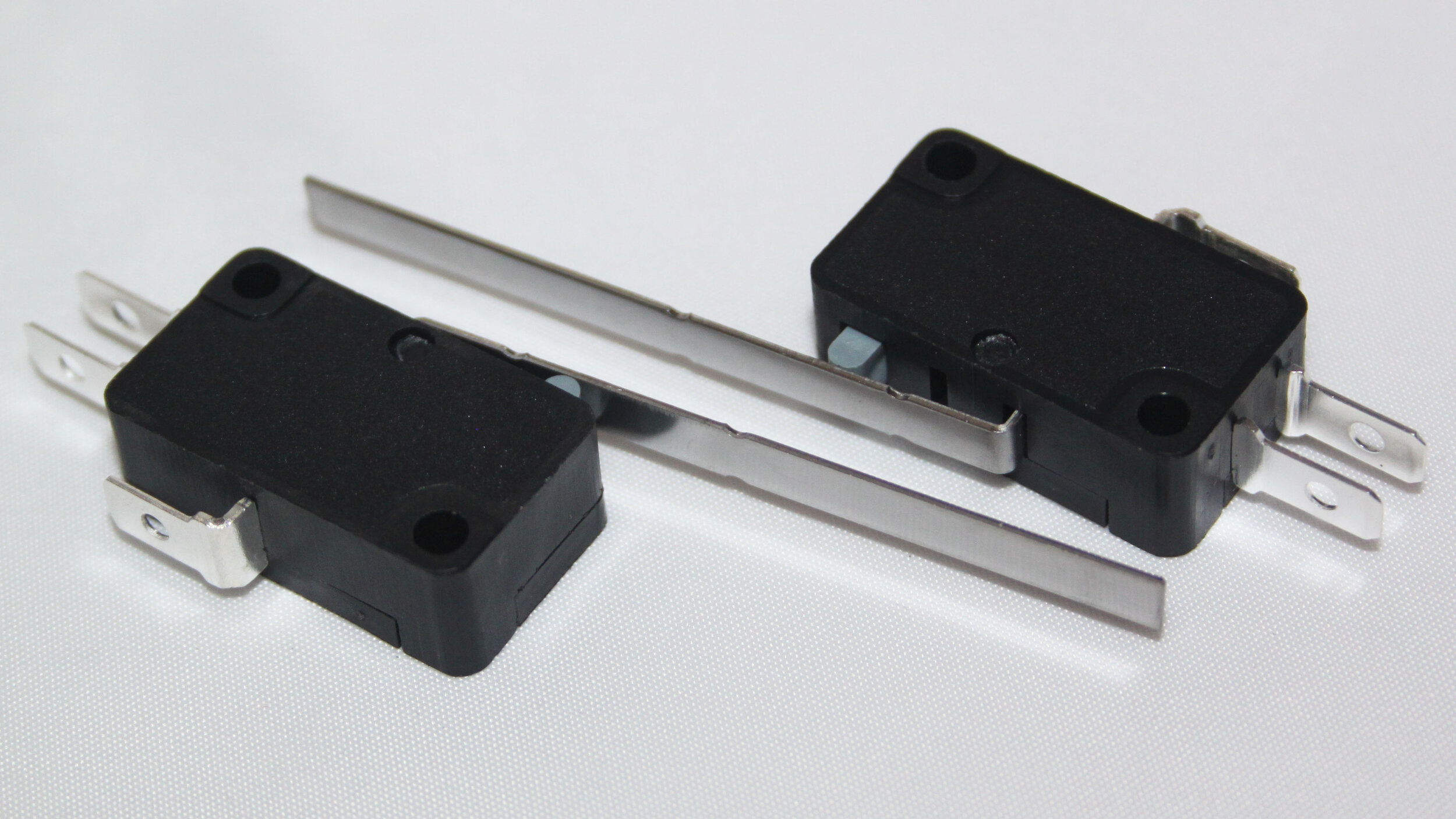 MICRO SWITCH – LONG LEVER - Code: MICSLL51mm Lever SPDT Momentary Micro switchRating: 3A 250V AC. Operating force: 40gfBody dimensions: 28 x 16 x 10mmPrice: $2.22