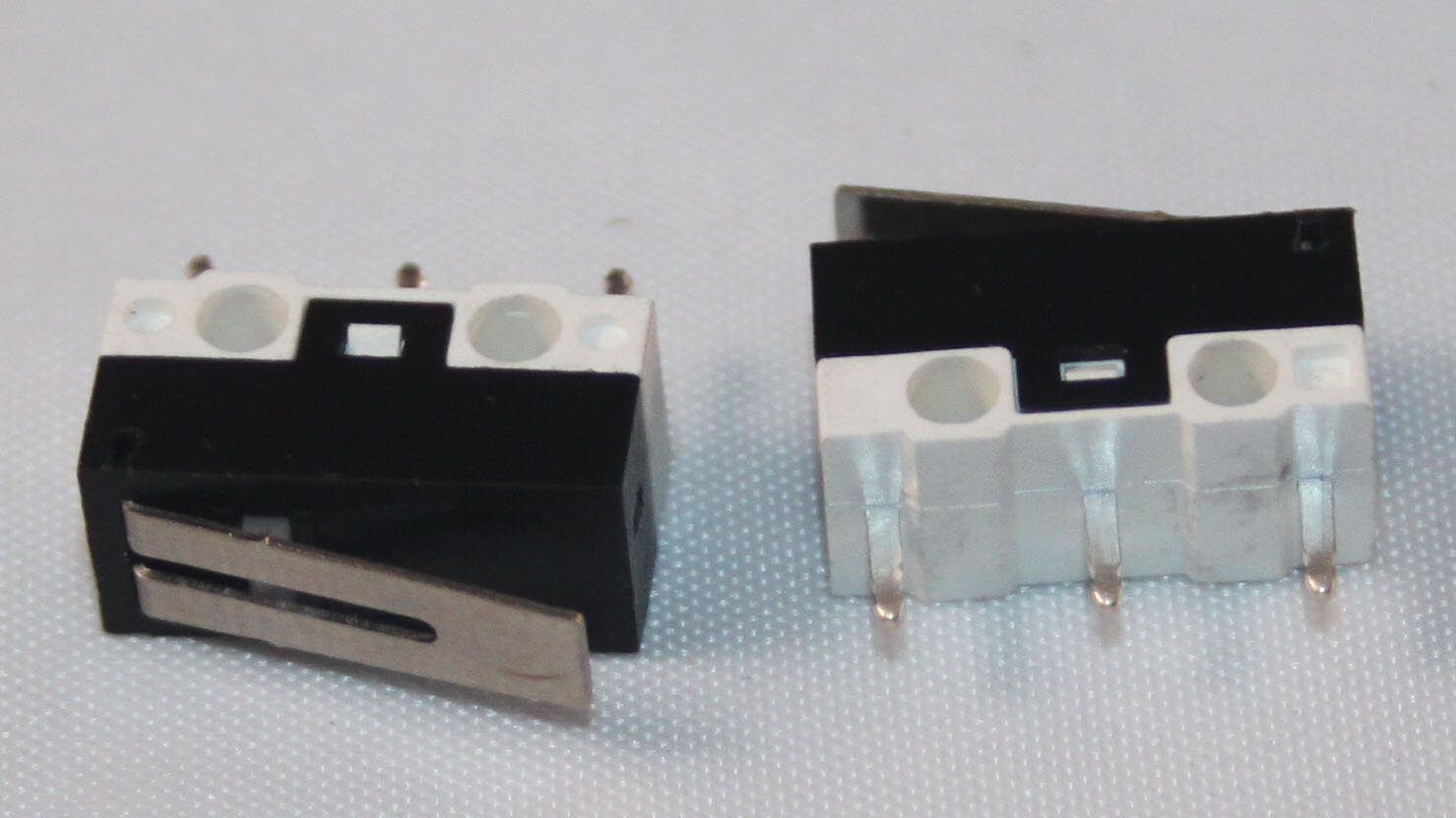 MICRO SWITCH – SMALL LEVER 40G - Code: MICSSL11.5mm Lever SPDT Momentary Micro switch. Operating force: 40gfRating: 0.5A 125V ACBody dimensions: 12.9 x 6.5 x 5.8mmPrice (each): $1.22