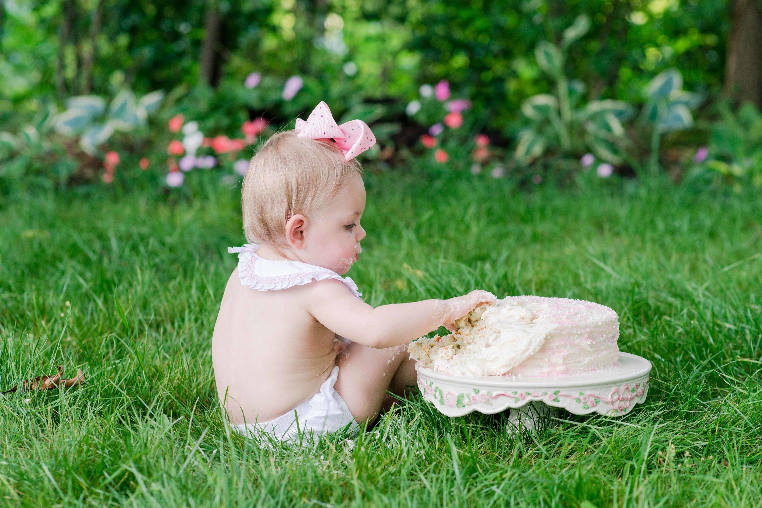 Addison First Birthday Tuscaloosa Alabama Family Photographer Smash Cake