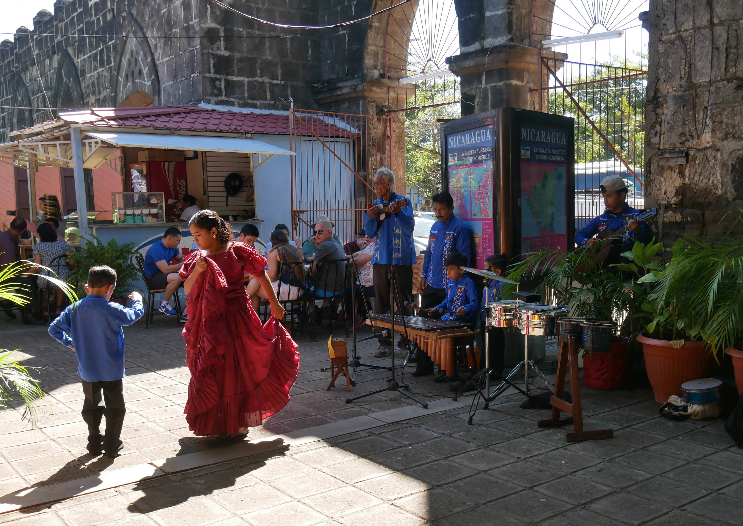 Traditional dance at the artisan market in Masaya