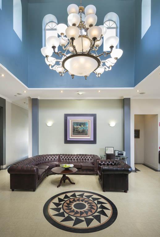 Foyer vertical.jpg