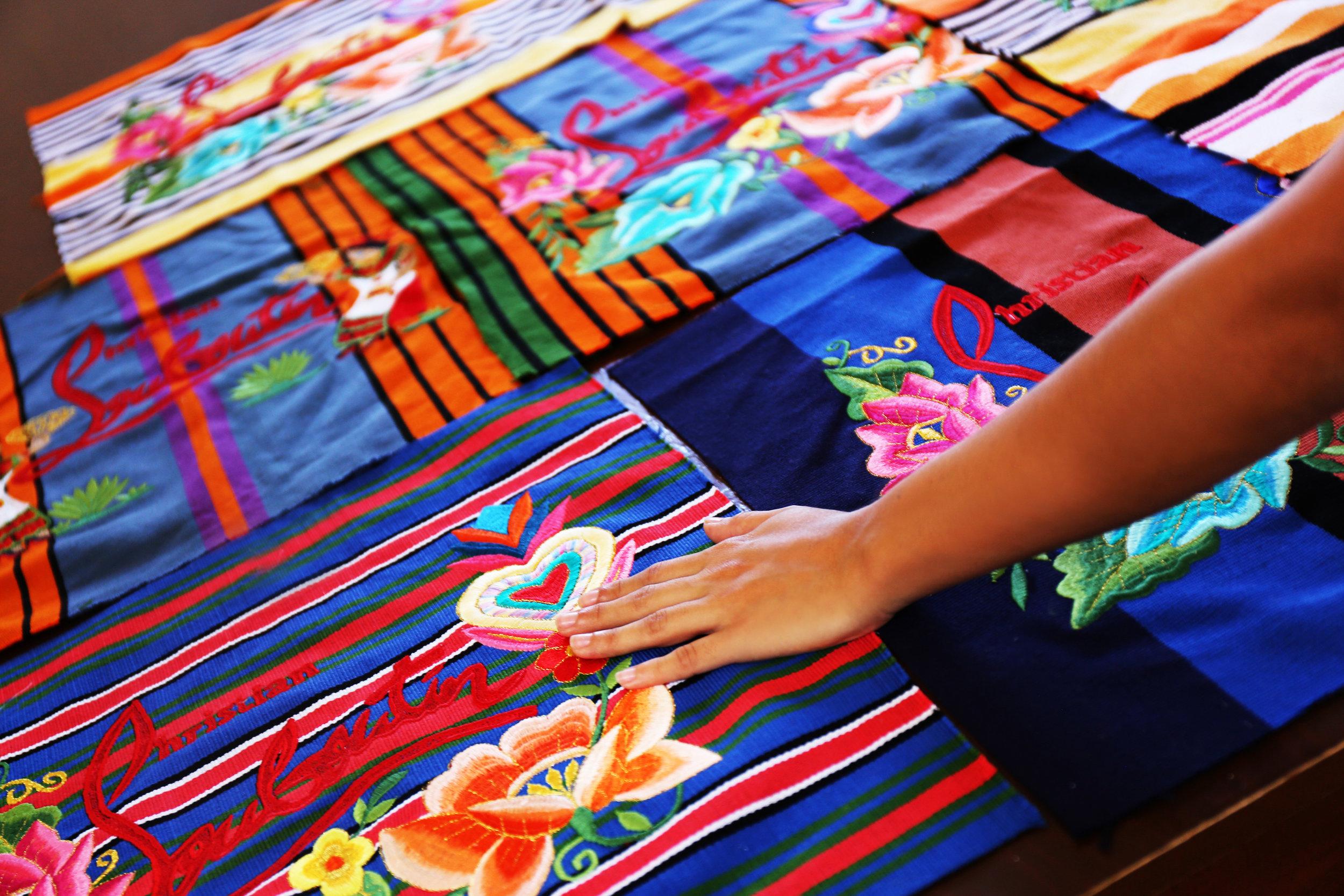 FOTO: DETALLE DE LOS BOLSOS - CORTESÍA TALLER MAYA