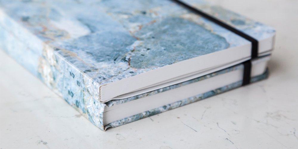 Paquete de dos Cuadernos Mármol Azul Pasta Suave - MXN $400.00