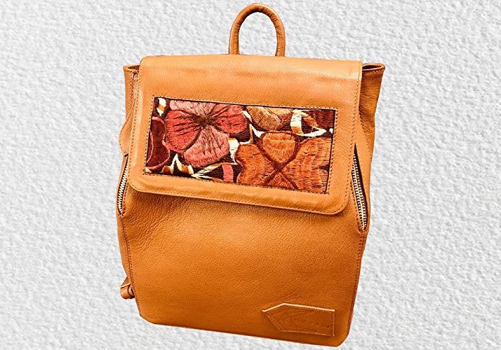 Mochila de piel color camel - MXN $1800.00