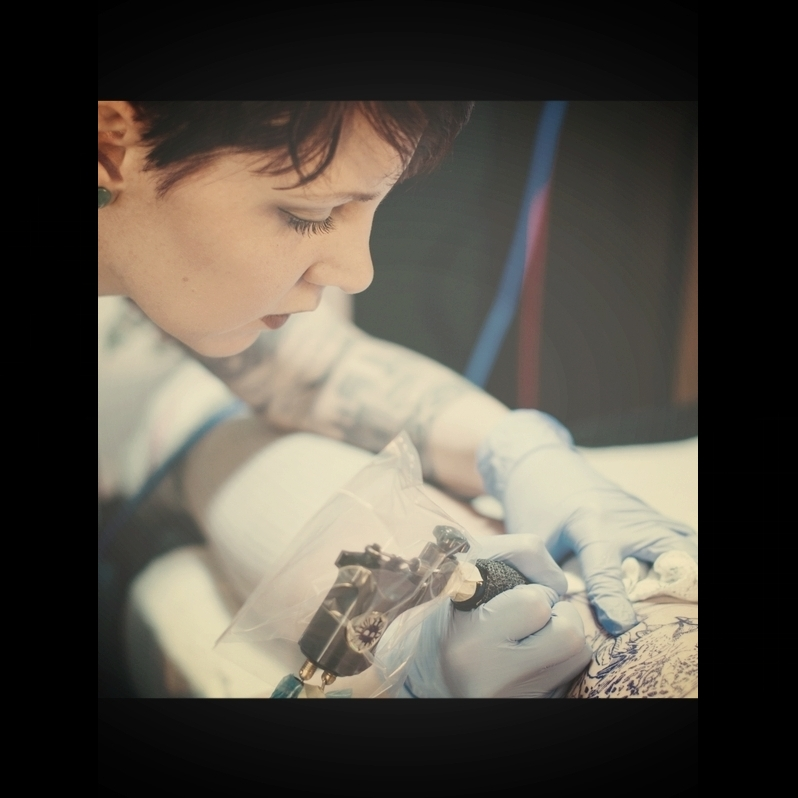 Chelsea Holloway - tattooer