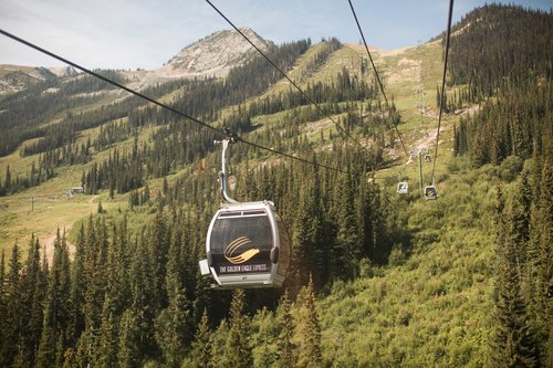 kicking-horse-resort-gondola-golden