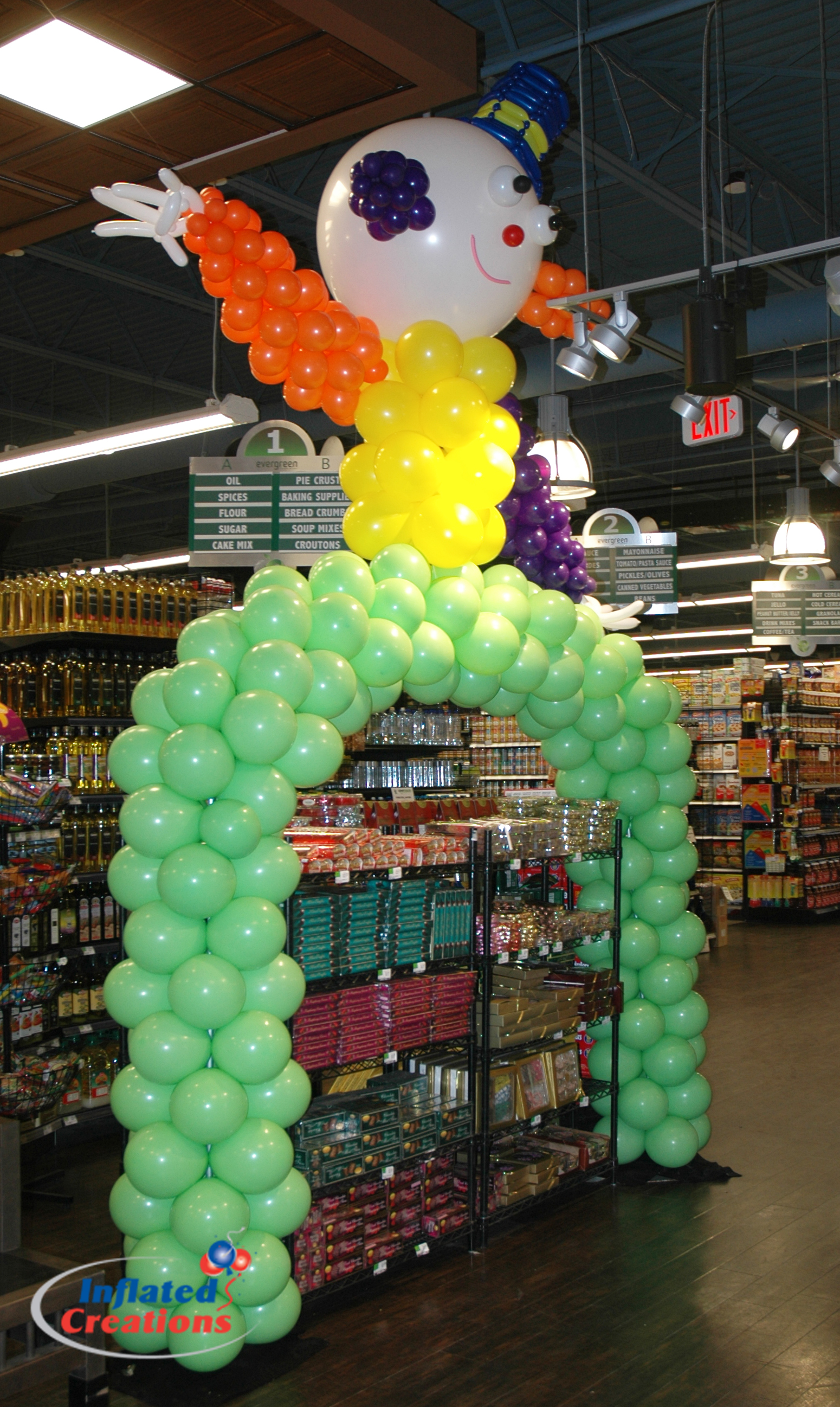 Clown Arch - Aisle