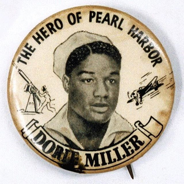 #RP @weargrits  Know Grits Know Glory. National Pearl Harbor Remembrance Day. December 7, 1941. ・・・ Vintage Pin honoring Pearl Harbor hero Dorie Miller. A black messman who was untrained in machine gun use due to rigid Naval segregation policies, Miller took over a machine gun aboard the USS West Virginia and was officially credited with downing two Japanese planes.  Miller was honored as one of the first heroes of World War II, and six months after the attack was given the Navy Cross by Admiral Chester Nimitz. ・ ・ ・ #doriemiller #pearlharbor #nogritsnoglory #truegrit #pins #button #vintageinspiration #waco #texas #buttons #pingame #pearlharborday #theGreenBookProject #TheGreenBook
