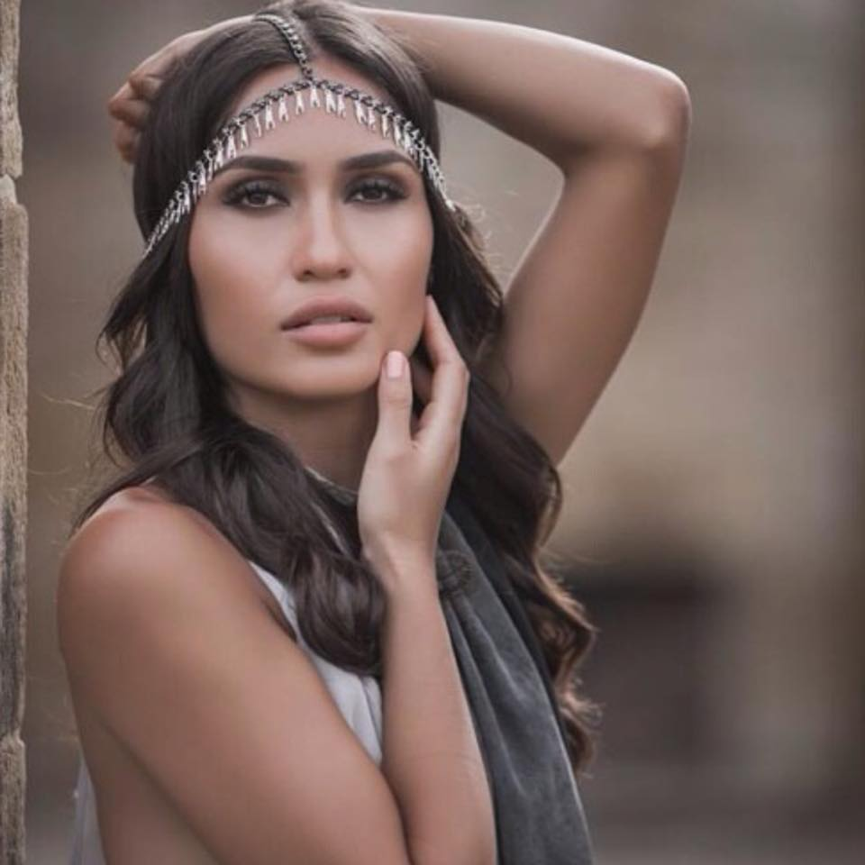 Dilya Diaz wearing the Balyck Chained Hand Headpiece from the White Lion Collection