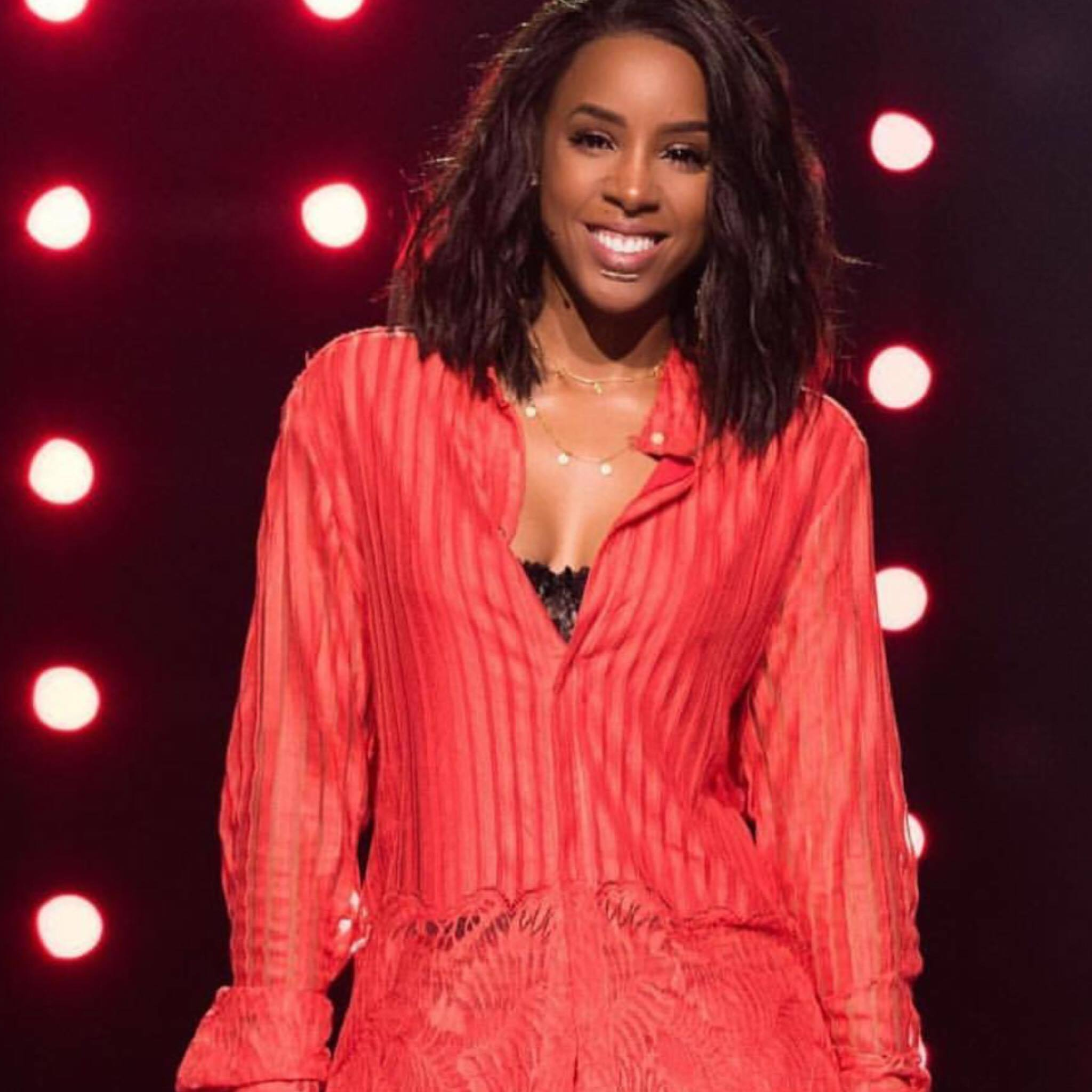 Kelly Rowland wearing the Coin Necklace