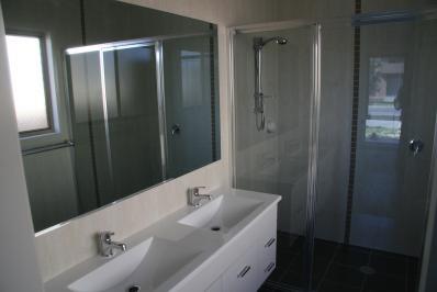 bathroom001.jpg