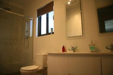 bathroom008.jpg
