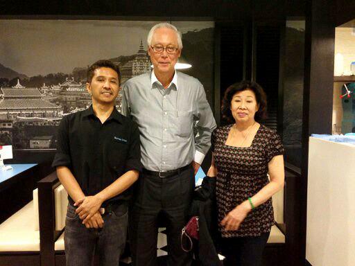 WIth Mr & Mrs Goh Chok Tong Gurney Drive Signatures @ Changi Airport Terminal 3