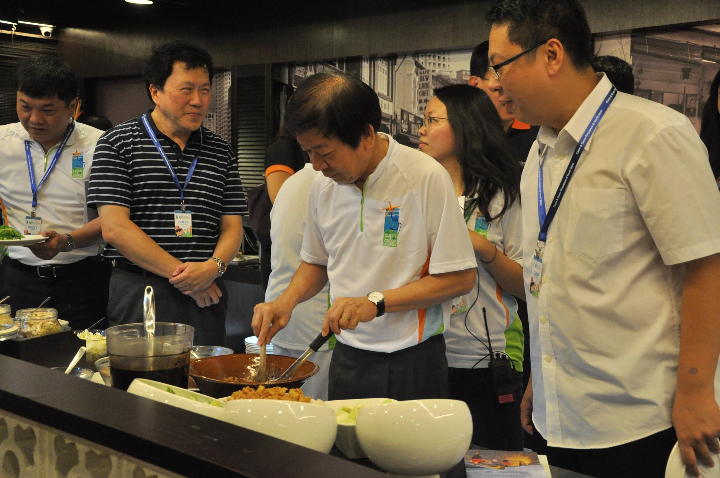 Minister Khaw Boon Wan making his own Penang Rojak at Penang St Buffet (Causeway Point)