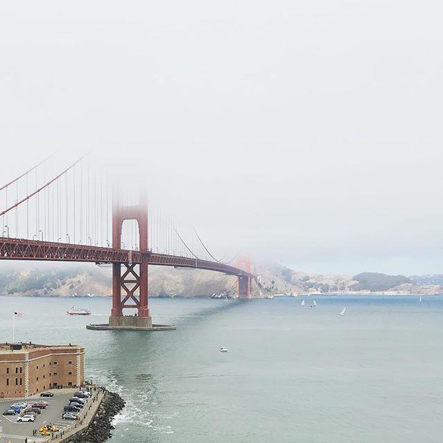 #如果看著我不妨濛一點 | 🌁 Keep up with the #faith, for things and problems will be cleared up soon... Need to be patient and wait for the moment when I get to see the beautiful picture again ✨ . . . . . #kct29plus1 #讓我今晚躲起來好好想清楚 #incomplete #sf #sanfrancisco #goldengatebridge #bridge #fog #nature #landscape #wander #california #vsco