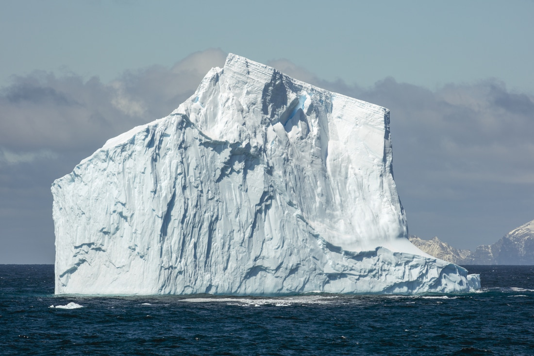 Non-tabular iceberg off Elephant Island in the Southern Ocean. Source: Andrew Shiva, Wikipedia.