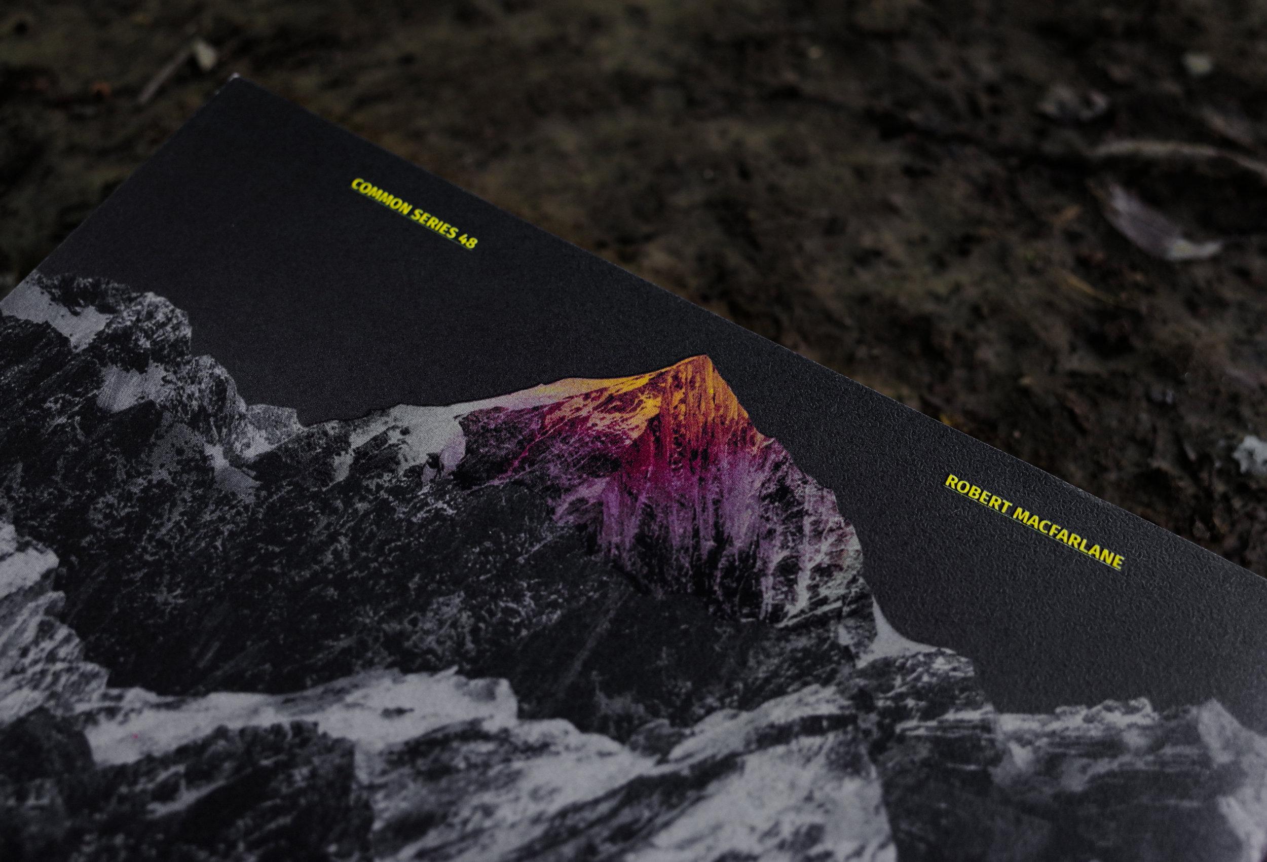 有一種深黃色的『邁達斯光』,可以縱向灑落整座山,把每樣碰觸過的東西都變成金黃金。在討論群山之美的時候,山裡的光線永遠是吸引最多評論的面向。
