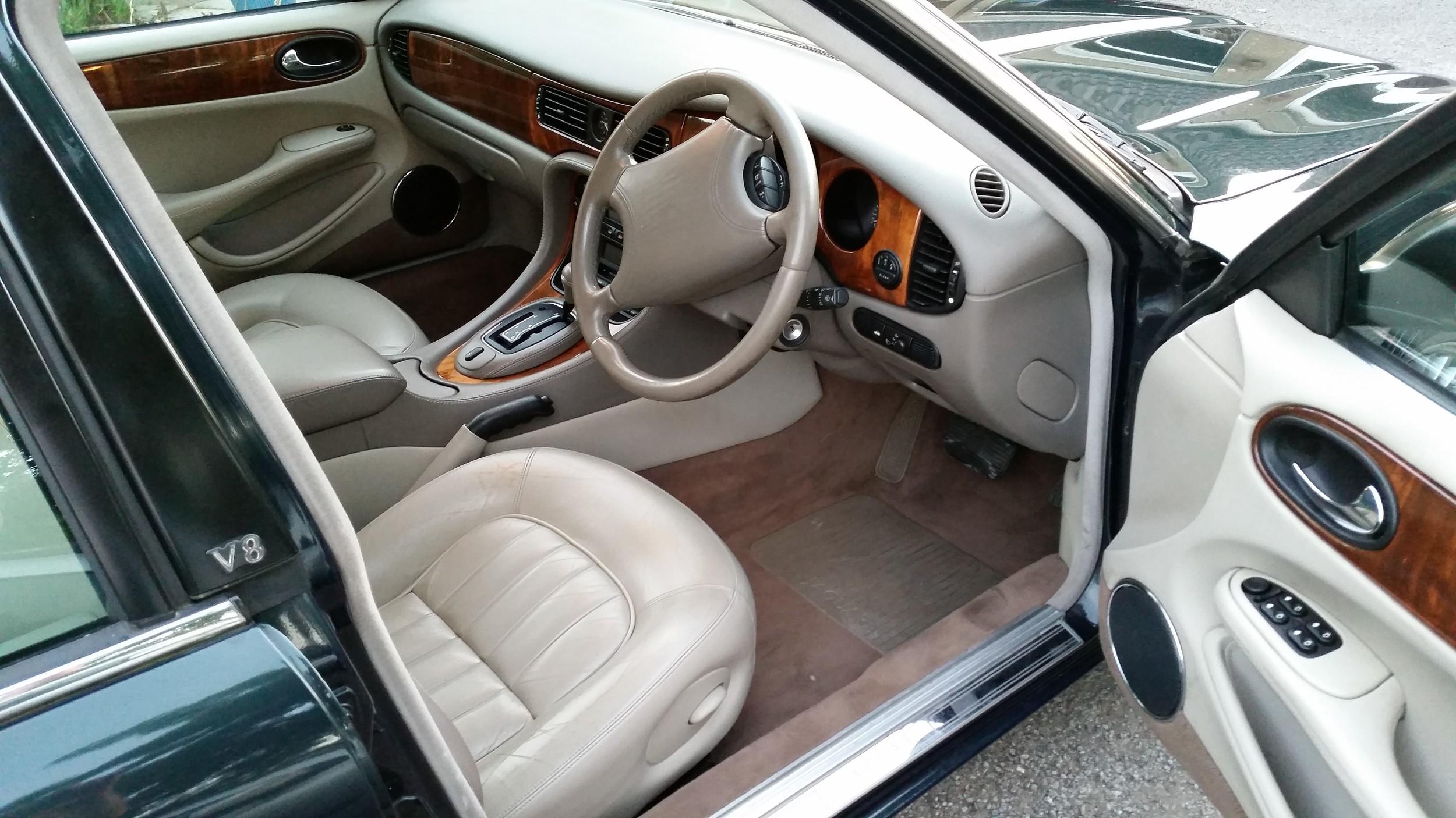 XJ 8 interior