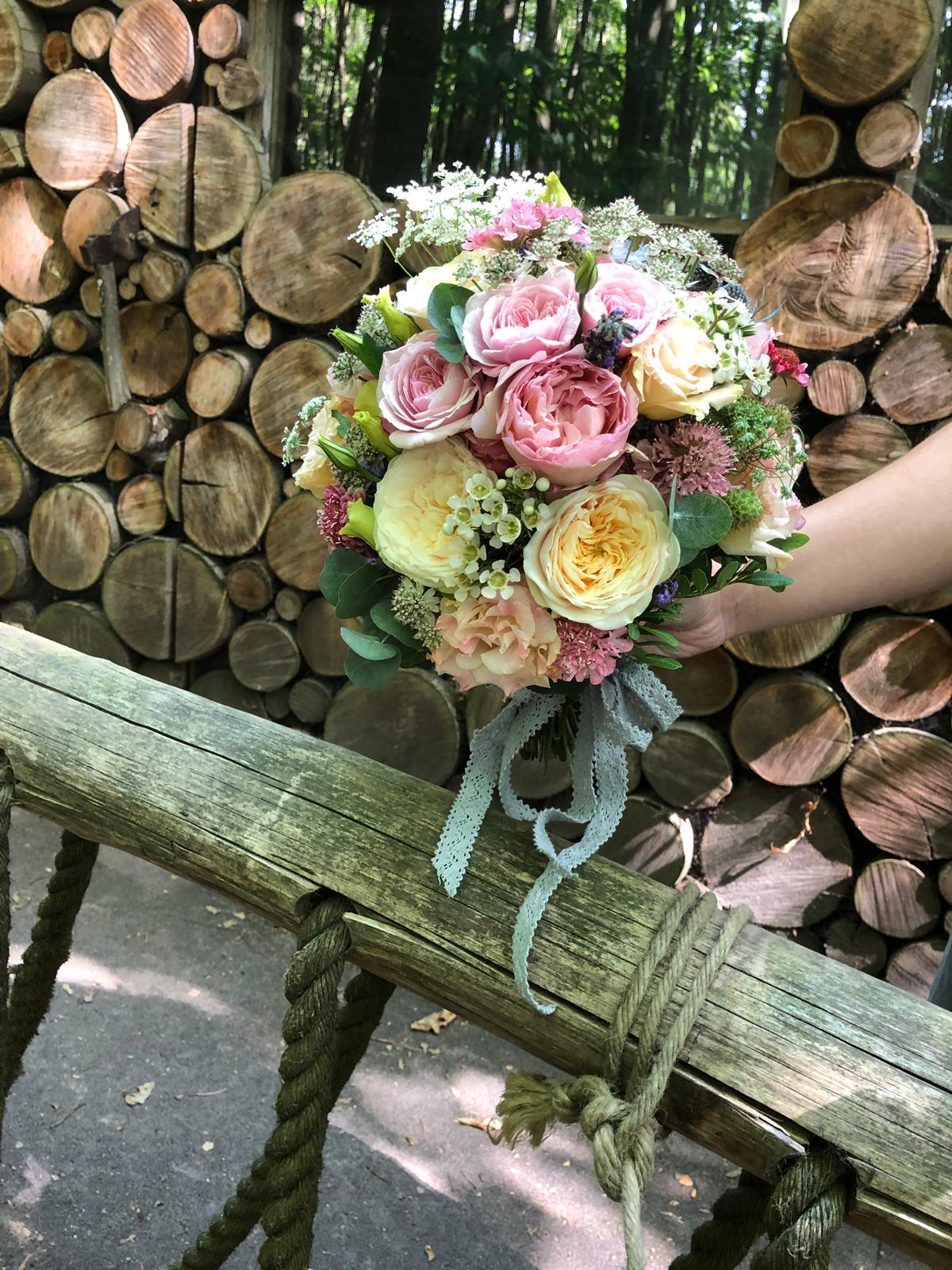 Brides bouquet, less foliage more roses!