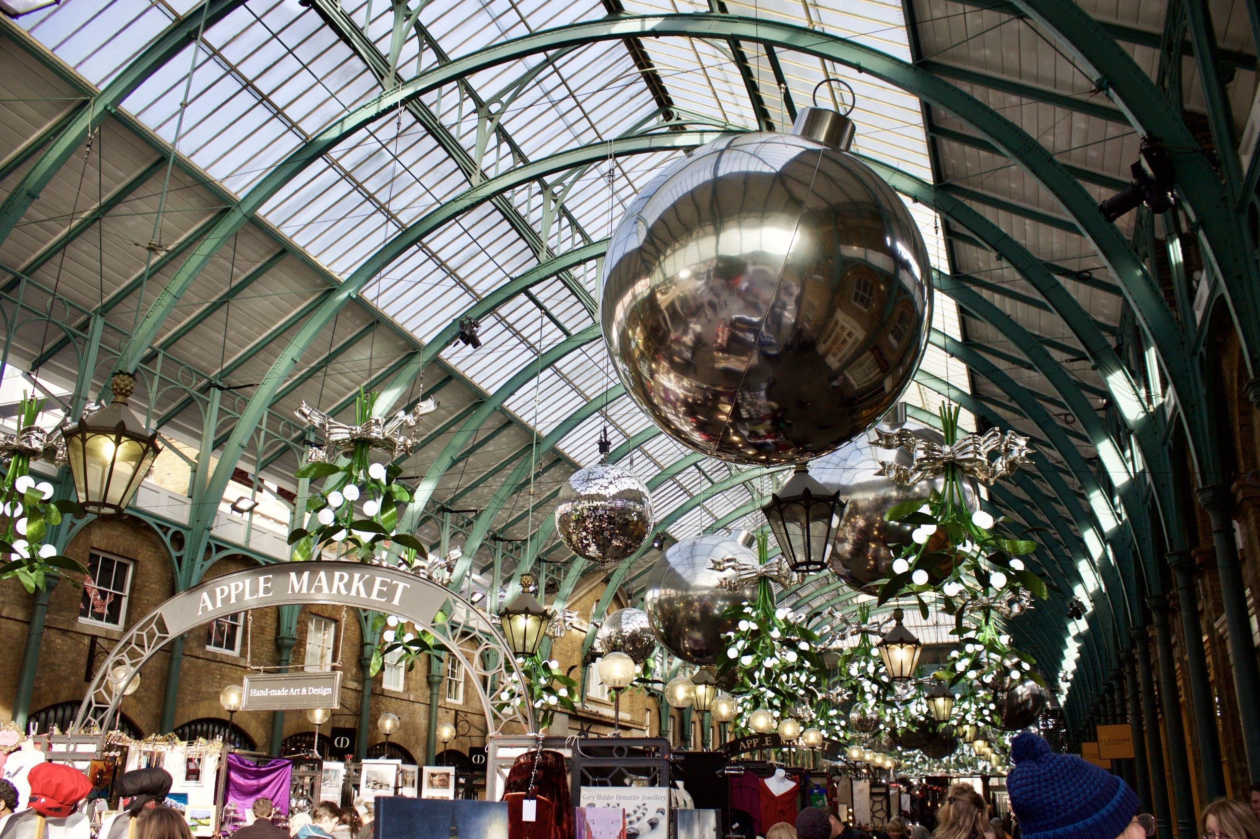 Covent Garden Apple Market // London England // Samantha McNeil