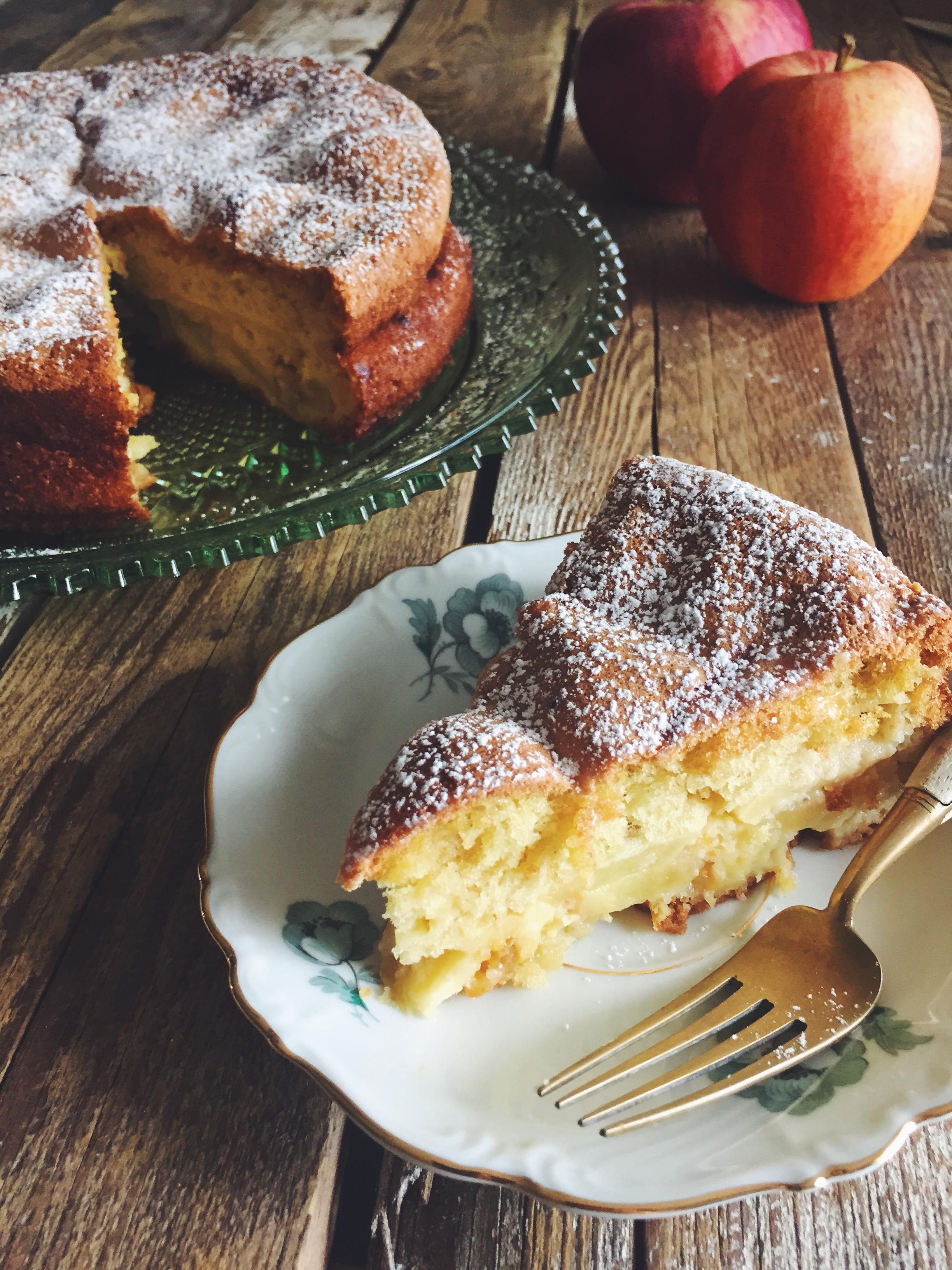 apple sharlotka slice