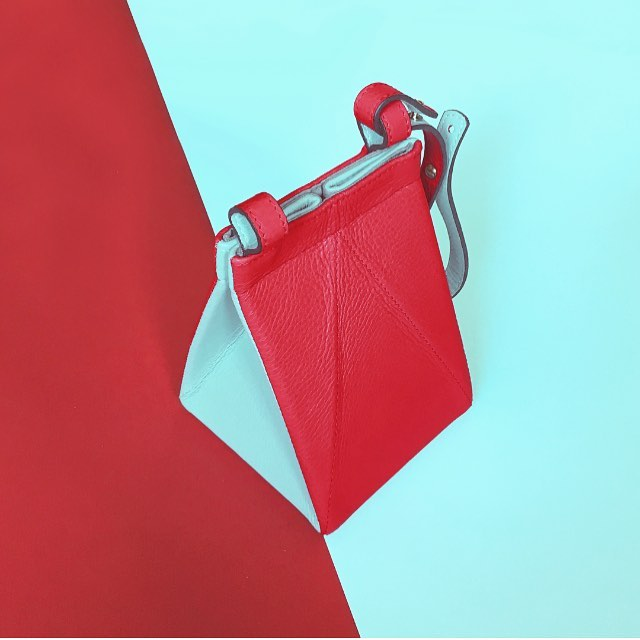 End of season SALE! Our Tetrabags are now 50% OFF! Don't miss the chance! /// Rebajas de final de temporada! Nuestros Tetrabags tienen ahora un 50% de descuento! No te pierdas esta oportunidad! . . . #tetrabag #unlinde #sales #sale #50%off #off #descuento #rebajas #leatherbag #bag #madeinspain #handmade #handcrafted #designedinnyc #nydesign #emergingdesigner #borninharlem #picoftheday #fav #cuero #bolso #origami #convertible #folding #crossbody #leather