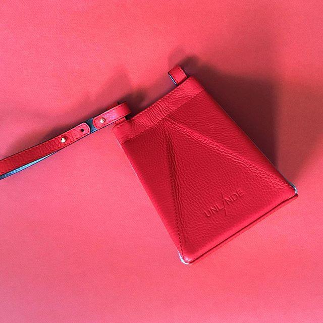 End of season SALE! Our Tetrabags are now 50% OFF! Don't miss the chance! /// Rebajas de final de temporada! Nuestros Tetrabags tienen ahora un 50% de descuento! No te pierdas esta oportunidad! . . . #tetrabag #unlinde #sales #sale #50%off #off #descuento #rebajas #leatherbag #bag #madeinspain #handmade #handcrafted #designedinnyc #nydesign #emergingdesigner #borninharlem #picoftheday #fav #cuero #bolso #origami #convertible #folding #crossbody #leather