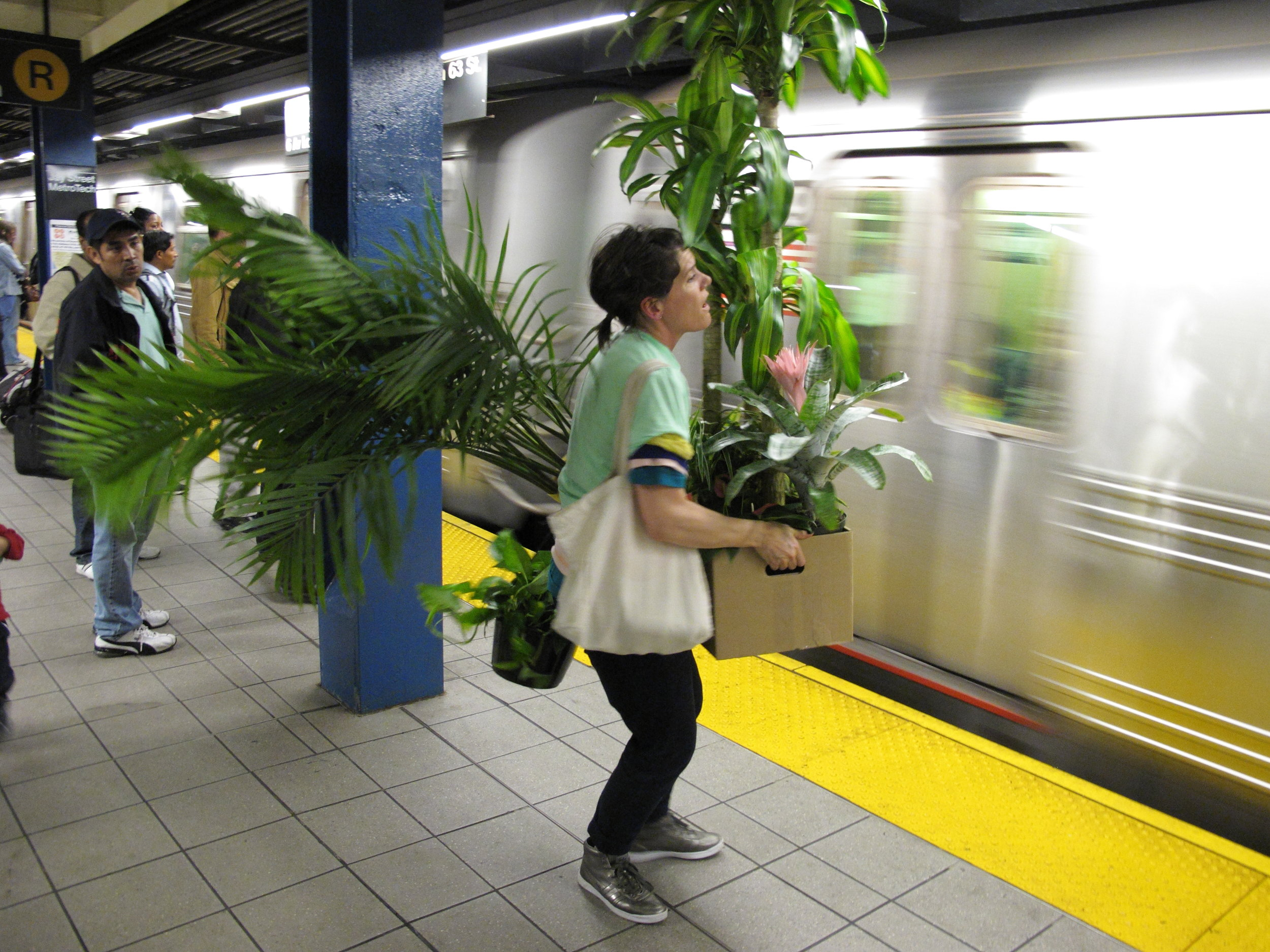 Subway_platform.JPG