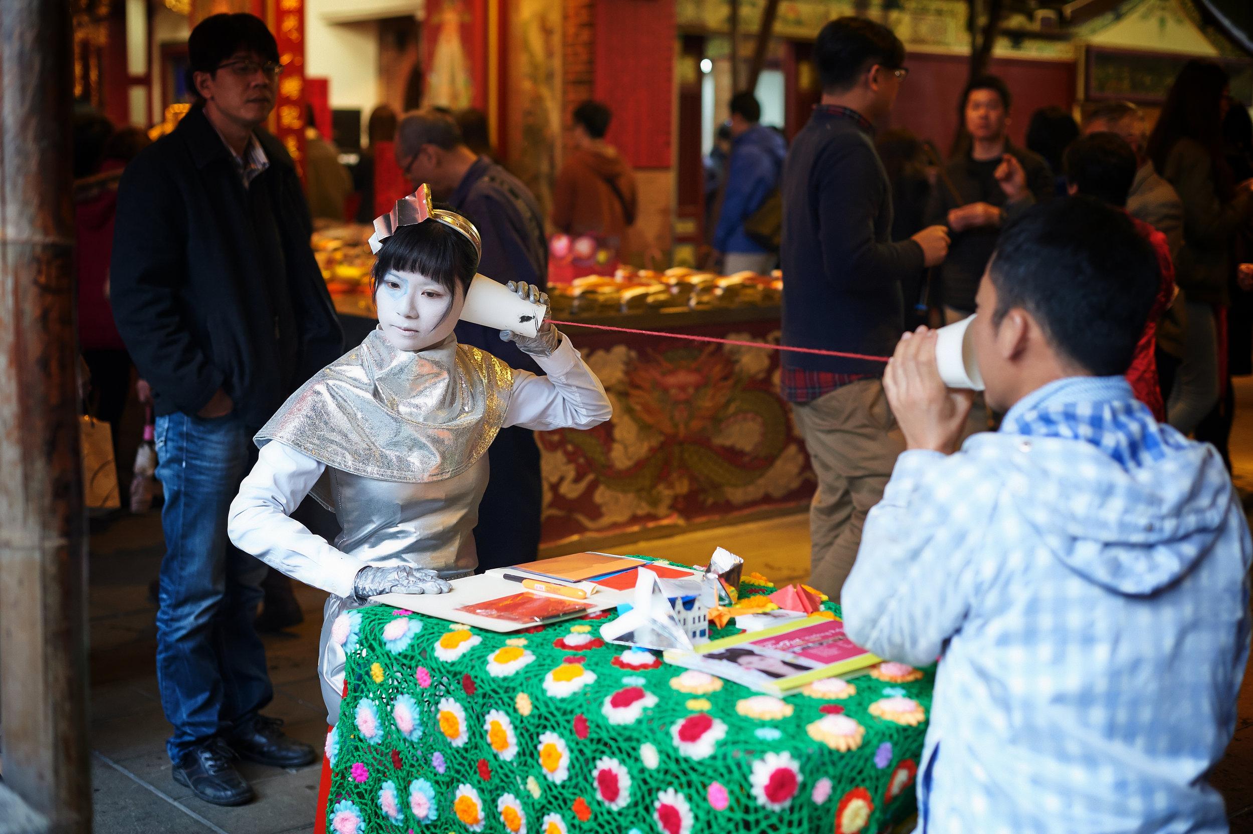 Super Perfect Working Robot-fortuneteller , 2016, performance video