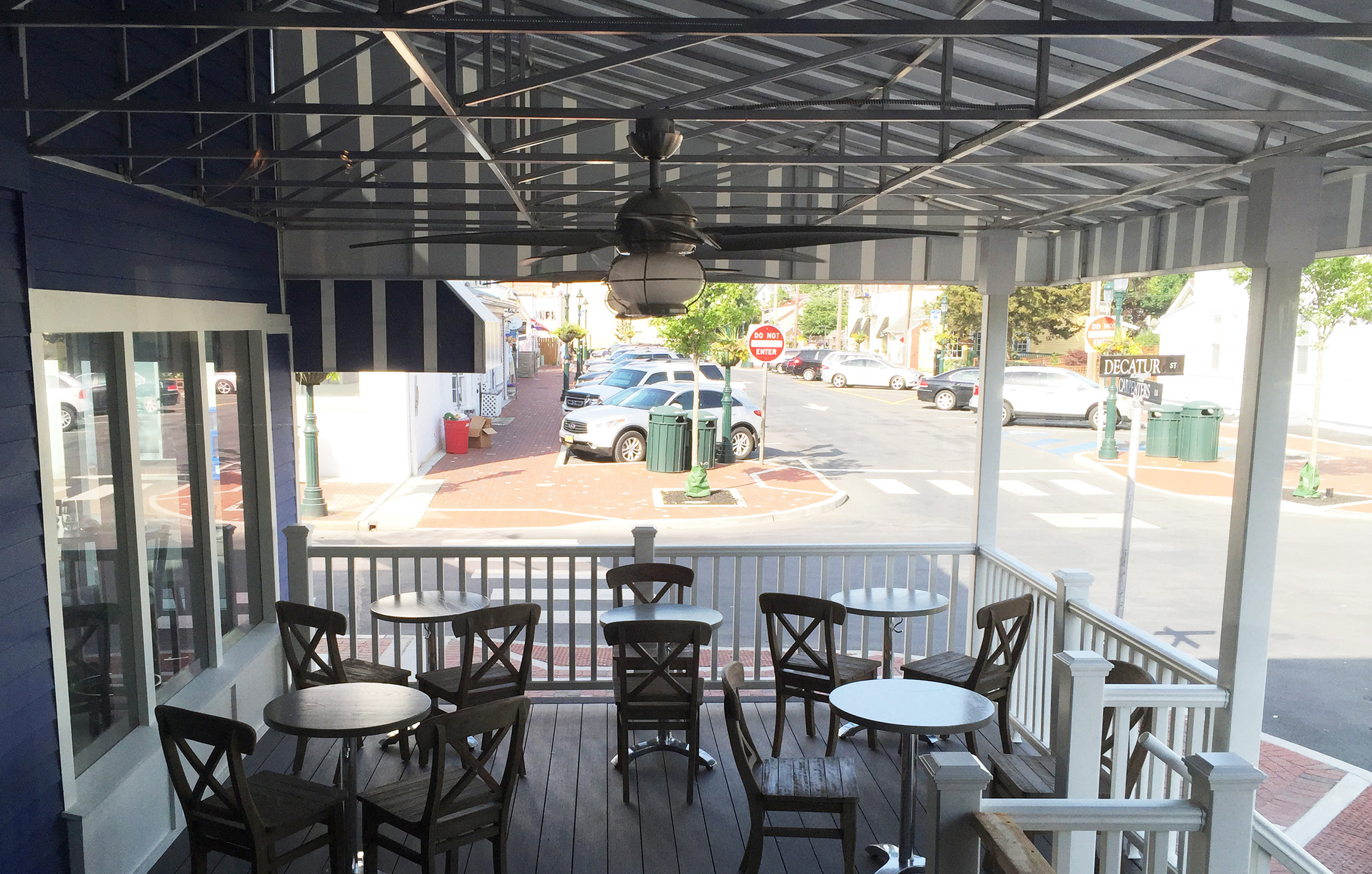 outdoor-deck-restaurant-design