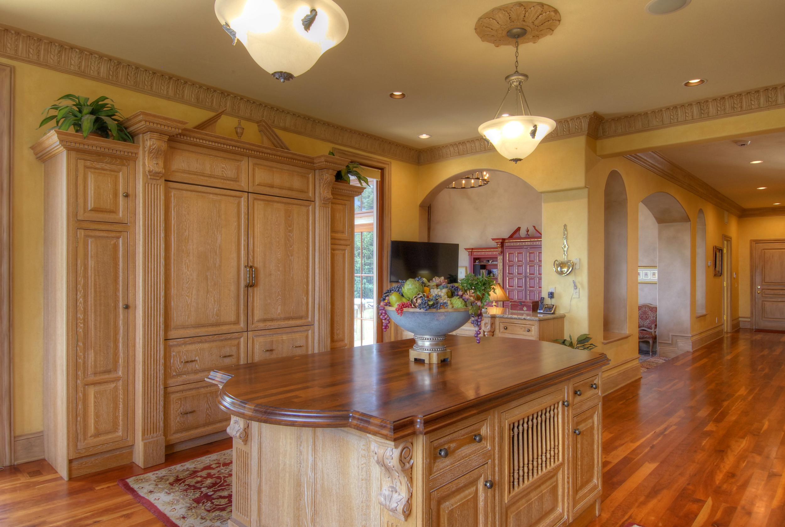 8- Another View of Kitchen Looking into FAmily Room.jpg