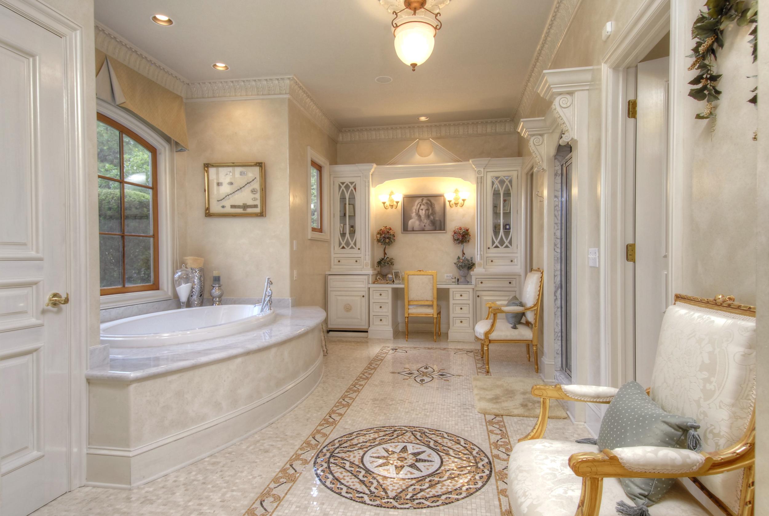 12- %22Her%22 Bathroom off Main Level Master Suite.jpg