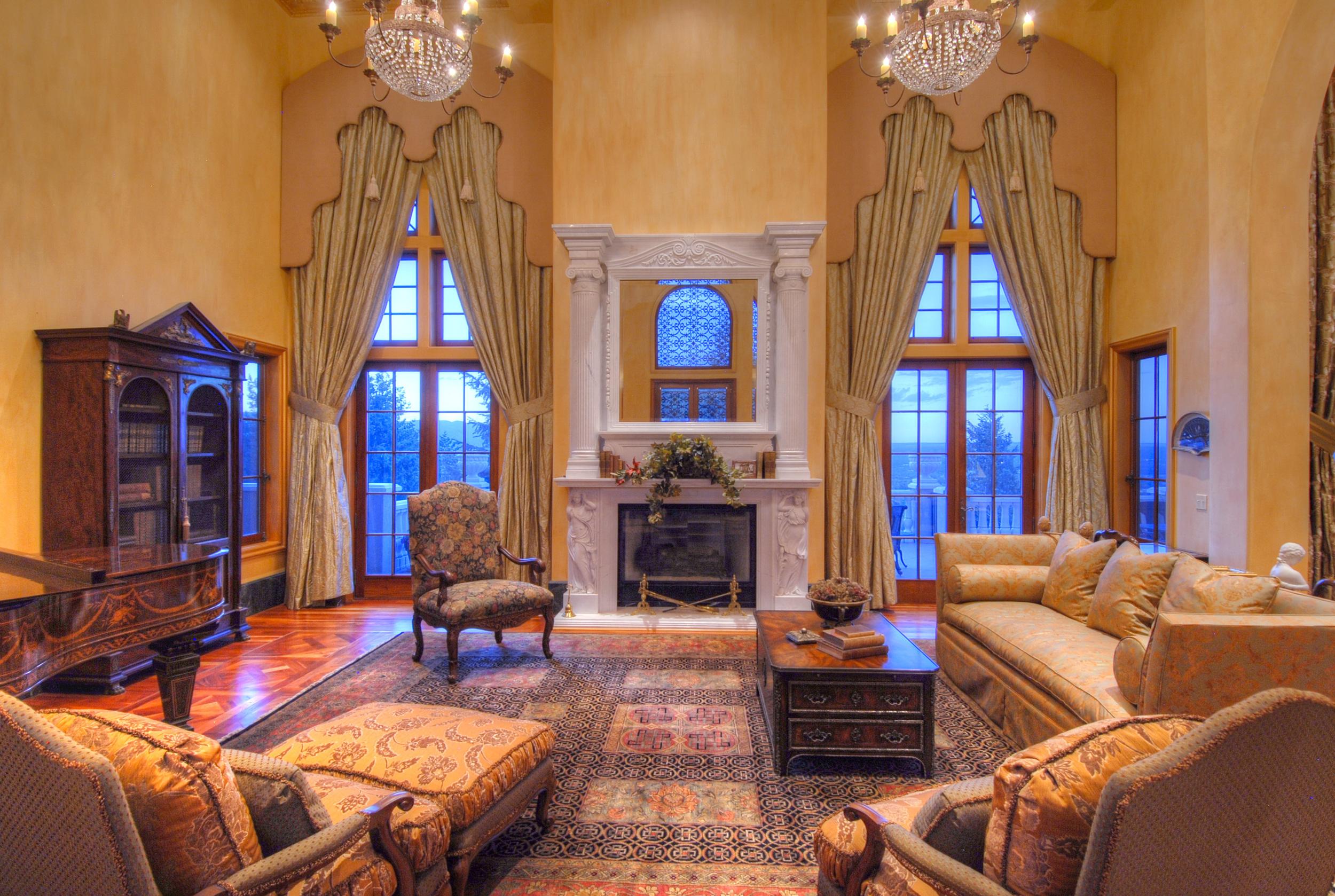 21- Living Room.jpg