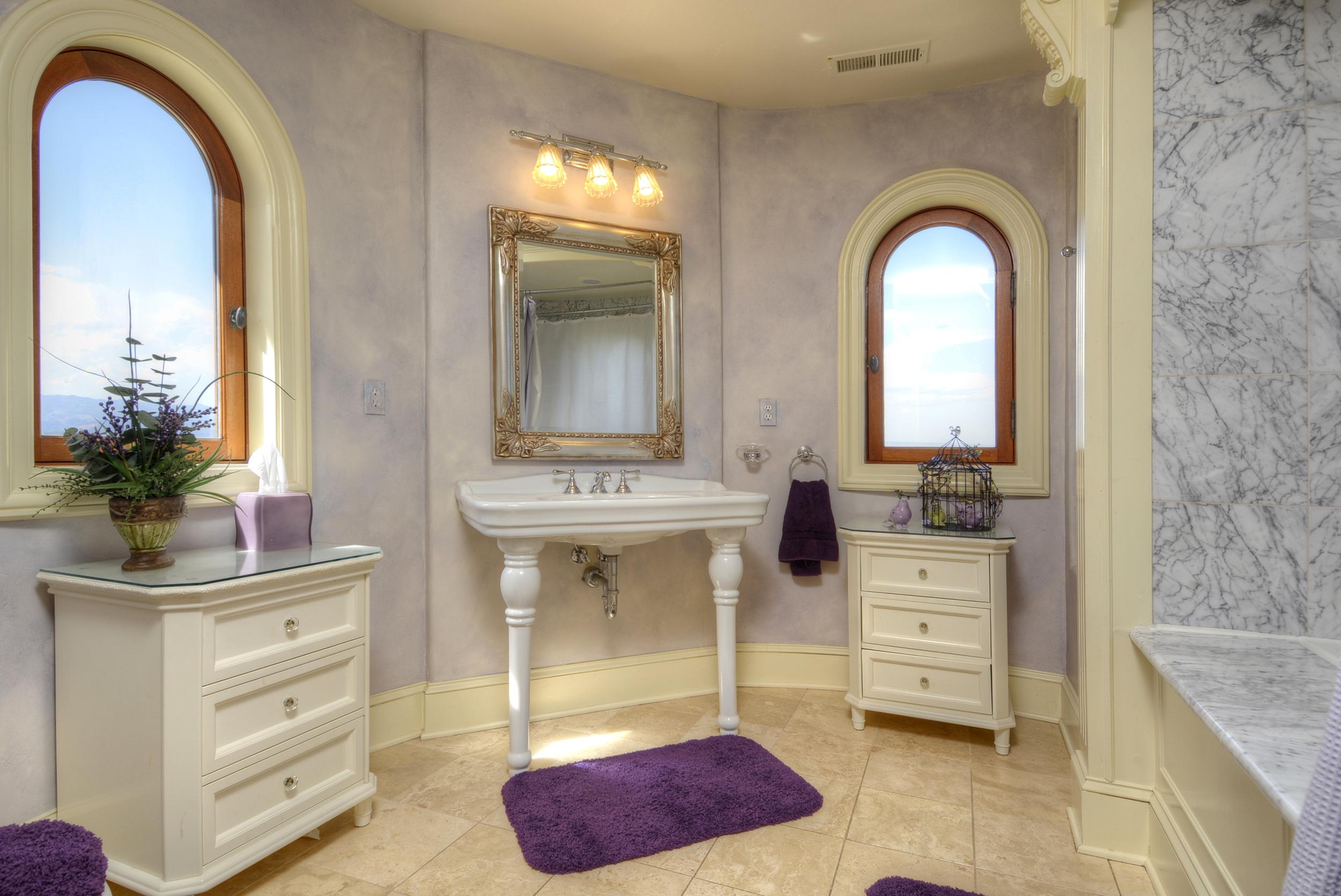 Guest Suite 1- Bathroom.jpg