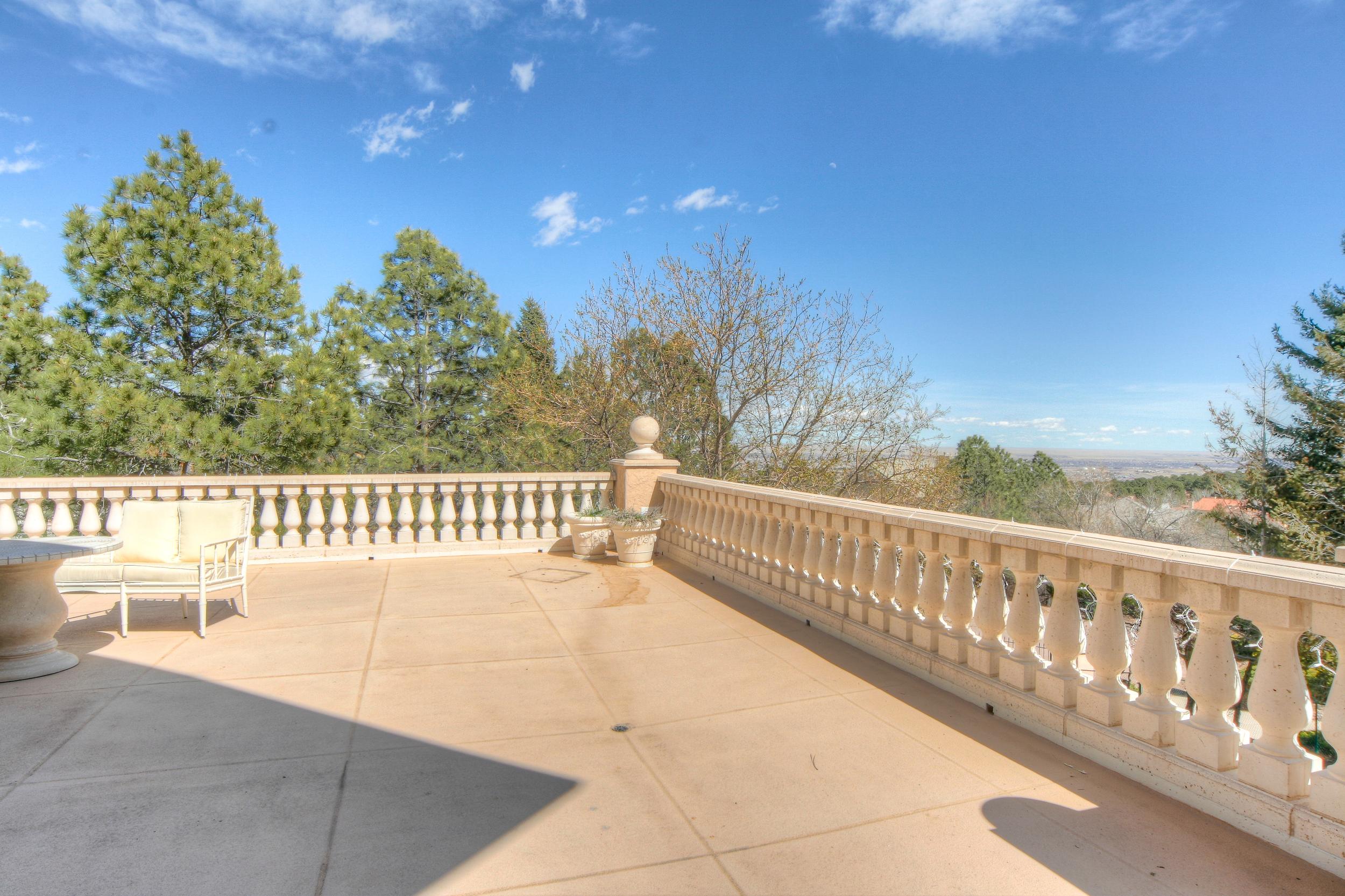 Porch 2.jpg