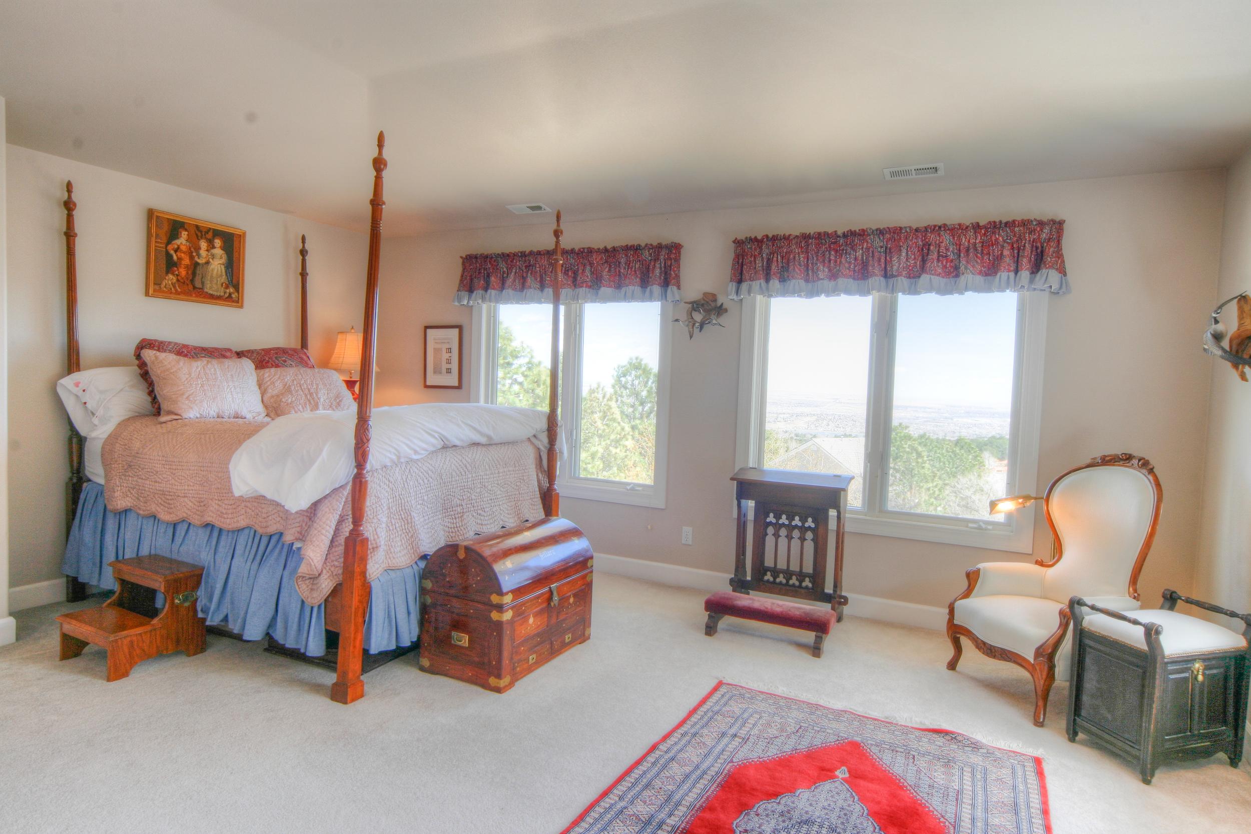 Upper Bedroom 1.jpg