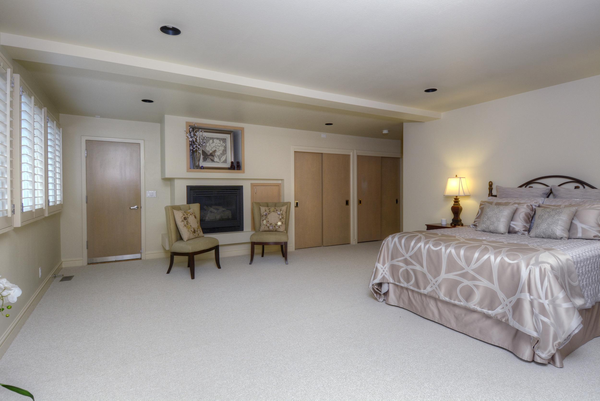 9- Master Bedroom.jpg