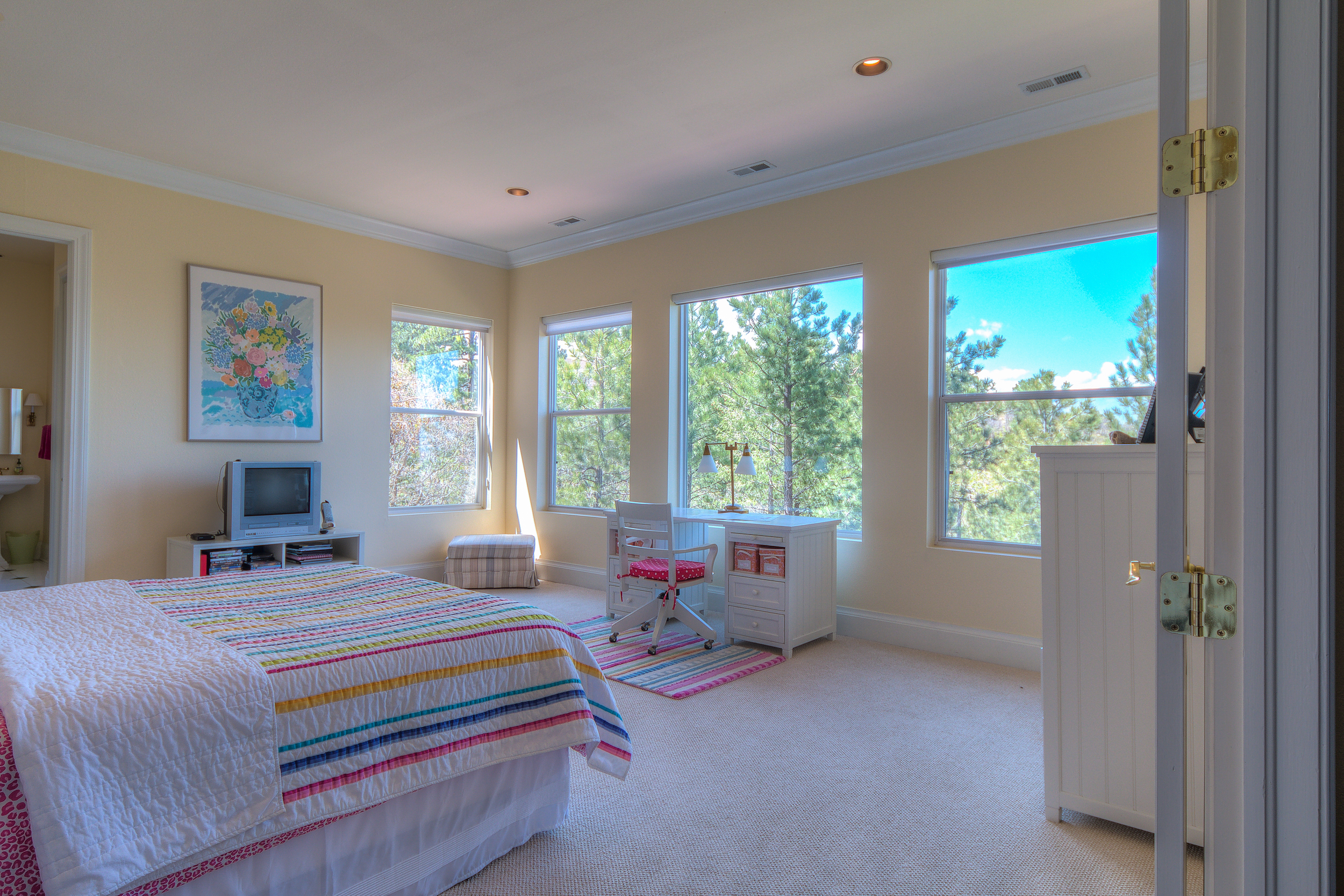 19 - Guest bedroom with Adjoining Bath.jpg