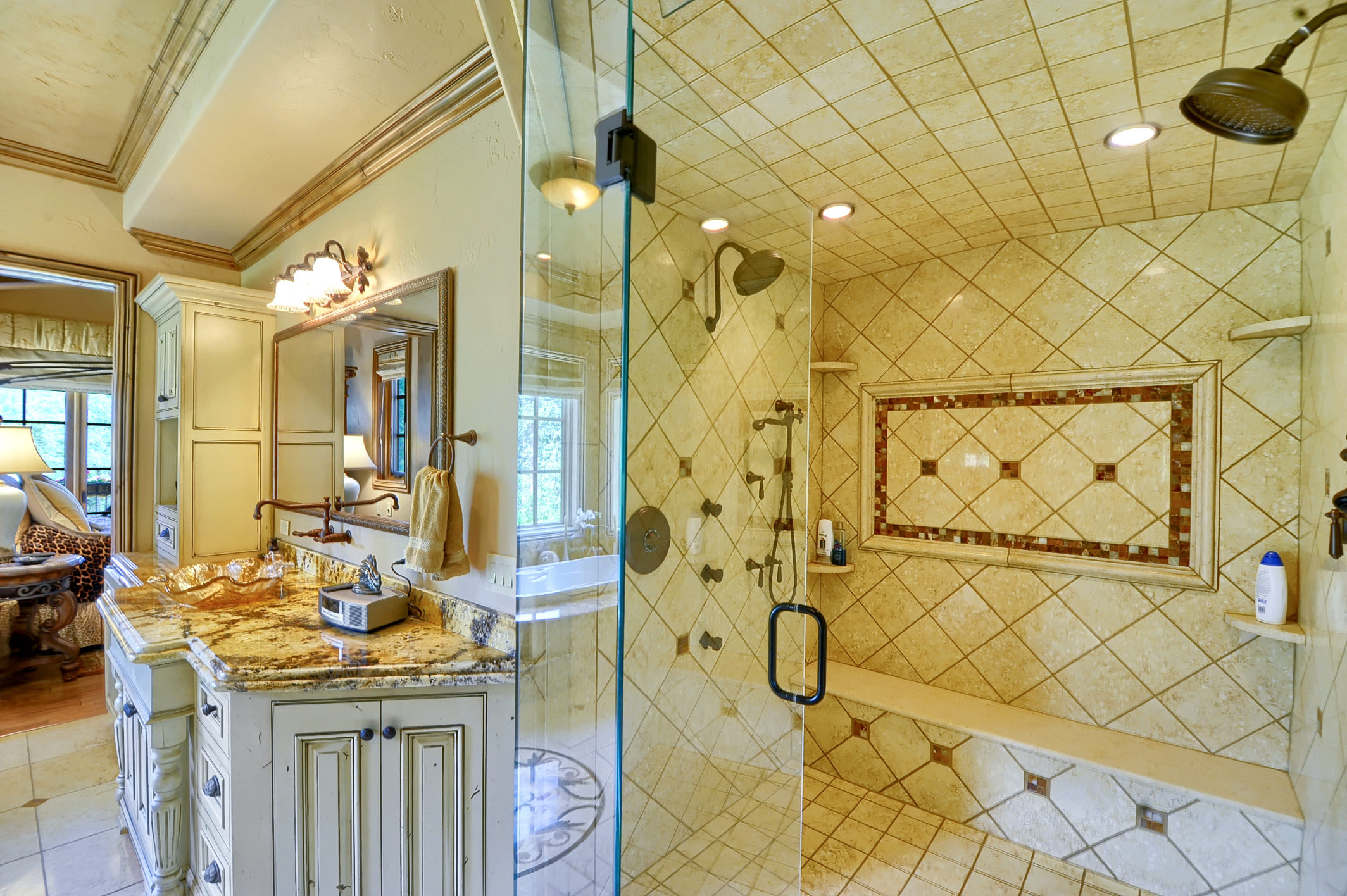 17 - Master Bathroom.jpg