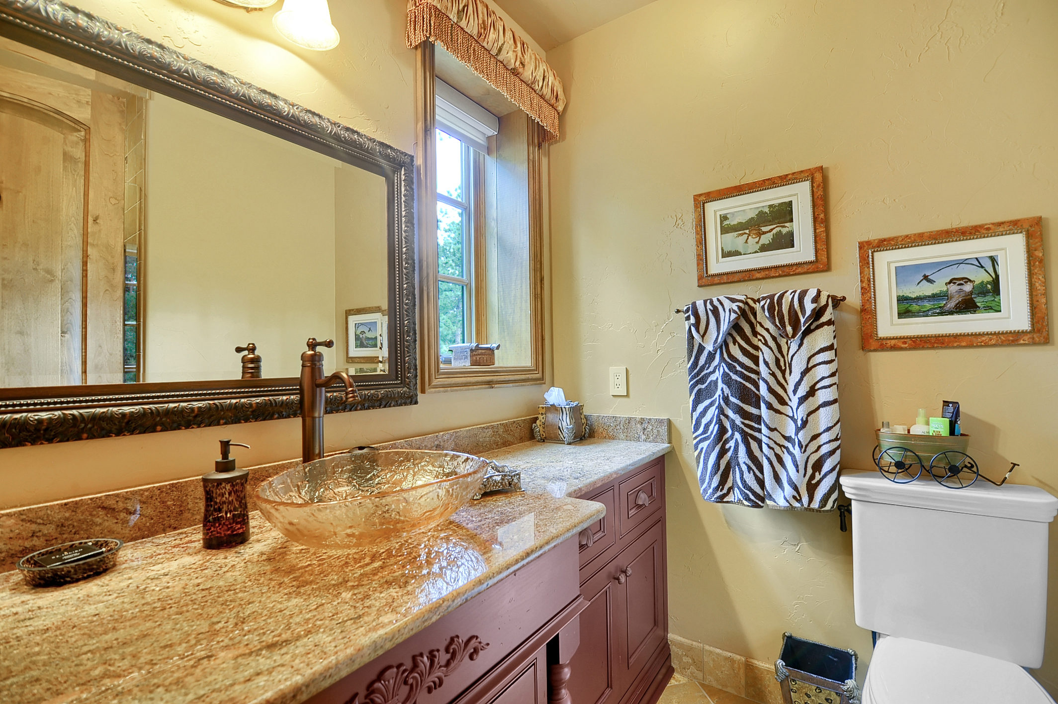 25 - Guest Bathroom.jpg