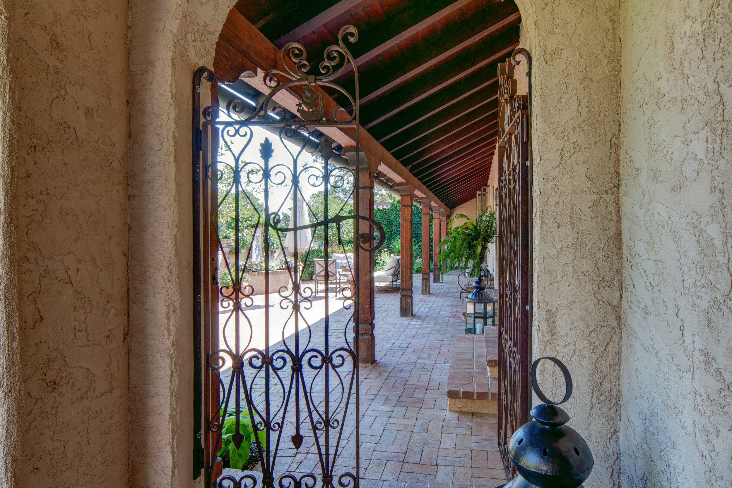 27 - Another entrance to courtyard.jpg