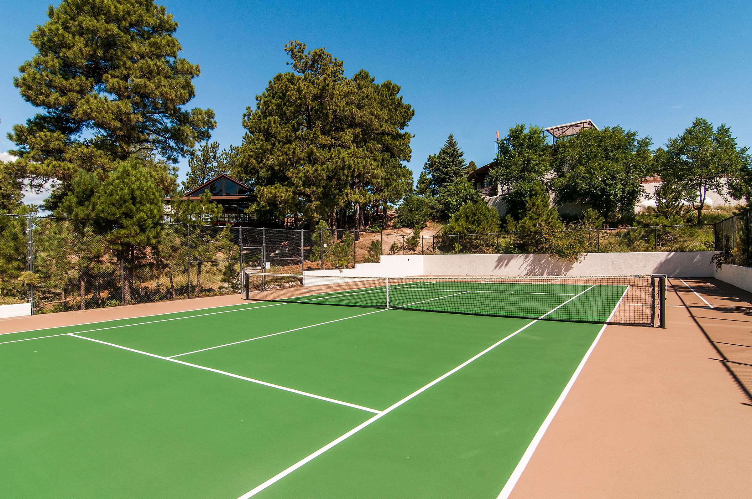 1377641_Tennis-Court_high.jpg