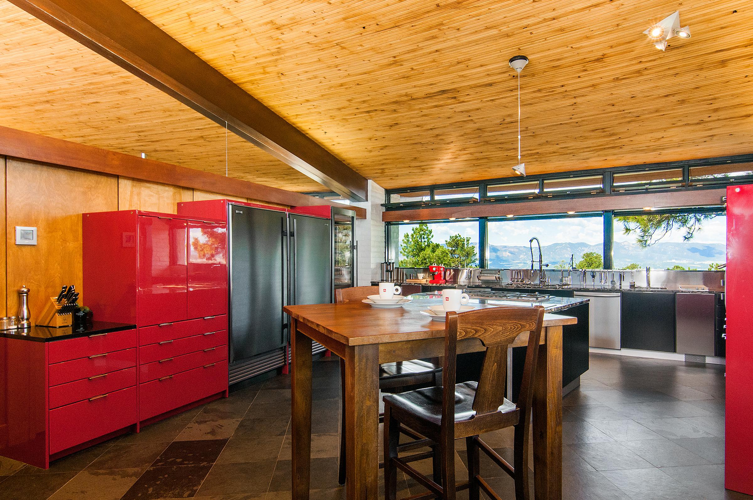 1377646_Kitchen_high.jpg